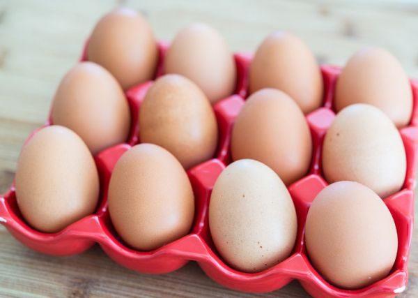 Сырые яйца без повреждения скорлупы при температуре окружающей среды не больше  5 °C хранятся 90 дней
