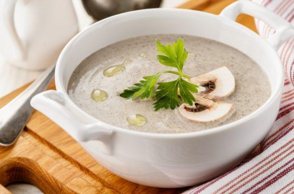 В холодильной камере грибной суп сохраняется до 2 суток