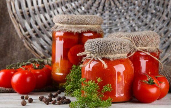 Срок хранения зависит от того, каким способом подготовлены томаты