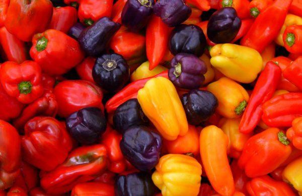 Хранить болгарский перец не рекомендуется в теплых помещениях, где много света