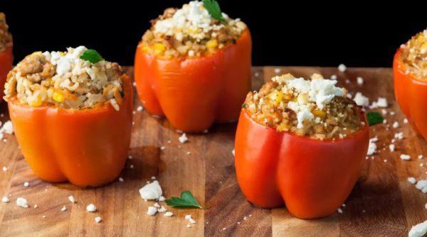 Для салатов перец рекомендуется нарезать по кусочкам и завернуть в целлофановый пакет,