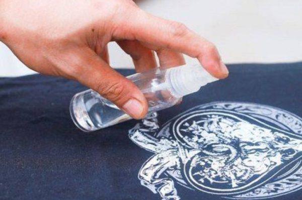 Используют чистую домашнюю спиртовую настойку