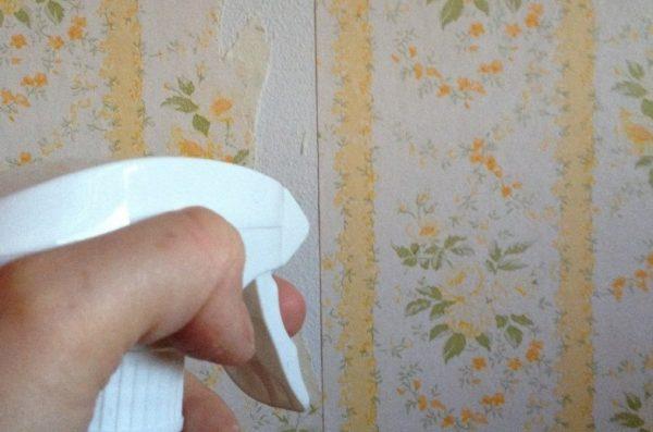 Размокшие полотна могут отвалиться сами под воздействием собственной тяжести