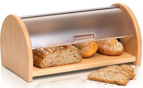 Многие хозяйки привыкли традиционно хранить сдобный продукт при помощи хлебницы
