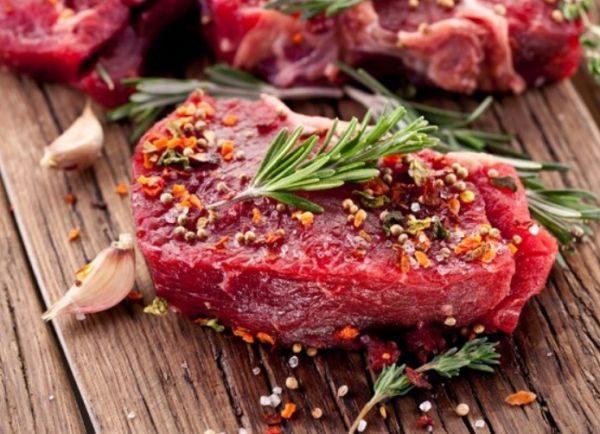 Говядина в целлофане пропитывается запахами других продуктов питания, находящихся в холодильнике