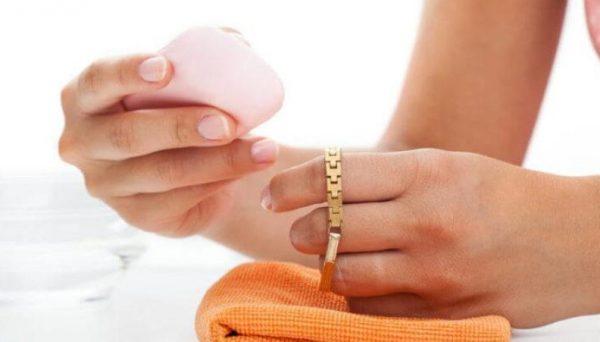 Чистка изделия из белого золота имеет свои особенности