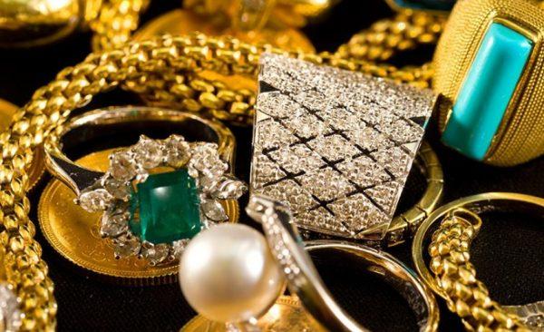 Очистить и отполировать золотое украшение дома не так уж и сложно