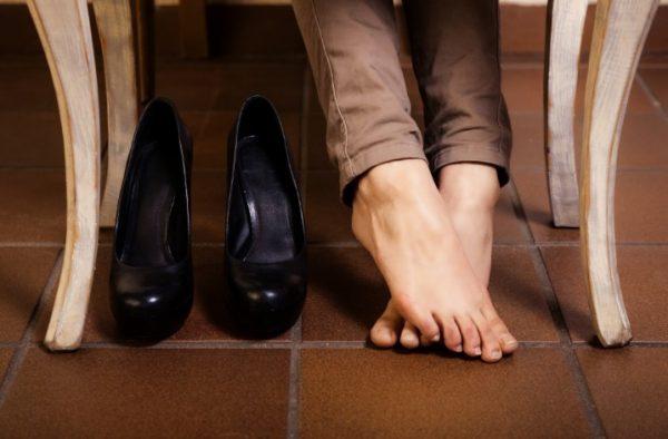 Дезодорант для ног, дезодорант для обуви, силиконовые подушечки для обуви и другие средства помогут избежать натирания и появления мозолей