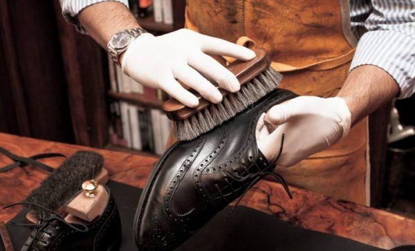 Чистка кожаной обуви должна проходить сразу по возвращении домой