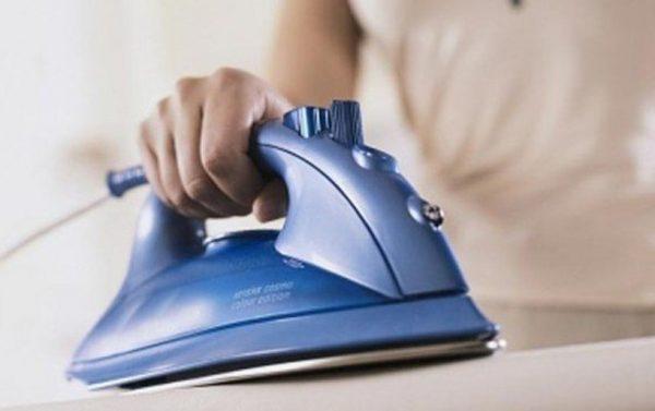 Большинство сложных лоснящихся пятен помогают убрать в химчистке