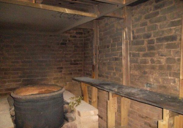 Копоть с деревянного потолка удастся снять при помощи электрорубанка