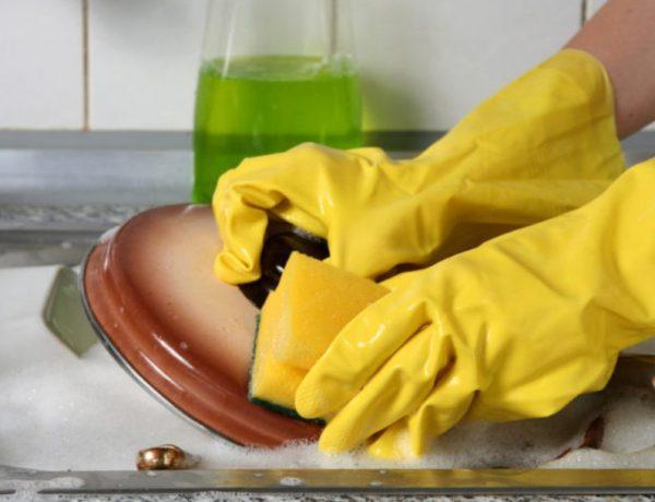 Другим эффективным средством от желтого налета является «Белизна»