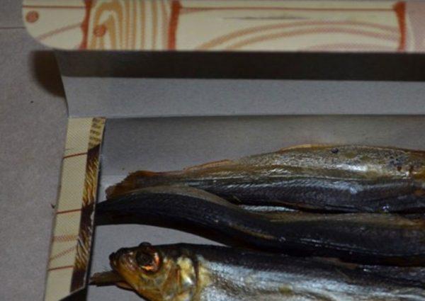 Хранение копченой рыбы на балконе в коробке