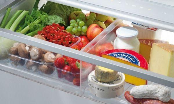 Лучшее место для хранения сыра в холодильнике – овощной отсек или самая нижняя полка холодильной камеры