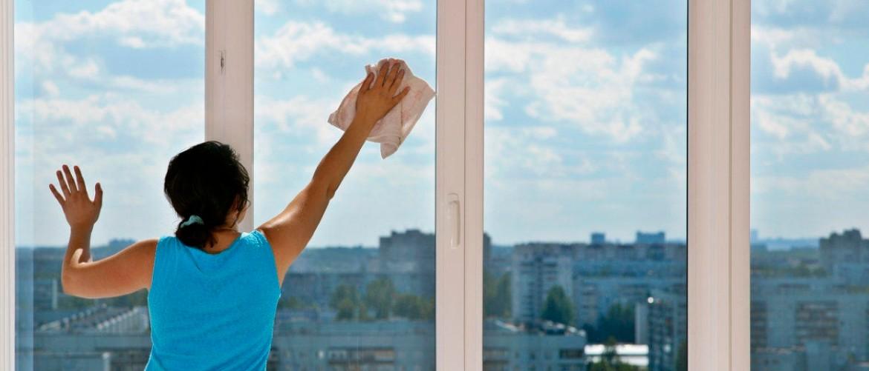 Чем мыть окна на высоких этажах снаружи