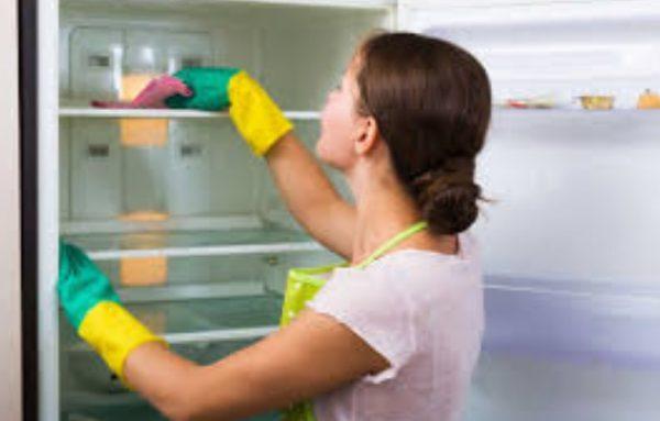 Альтернативой народным средствам служат промышленные очистители – ионизаторы или поглотители неприятного запаха