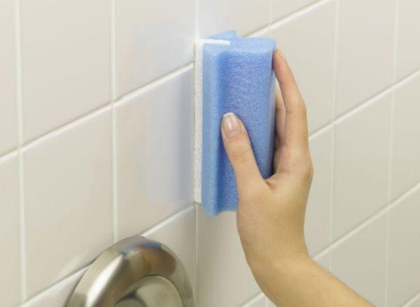 Применяя отравляющие вещества от насекомых в квартире, не стоит забывать о безопасности своей и близких