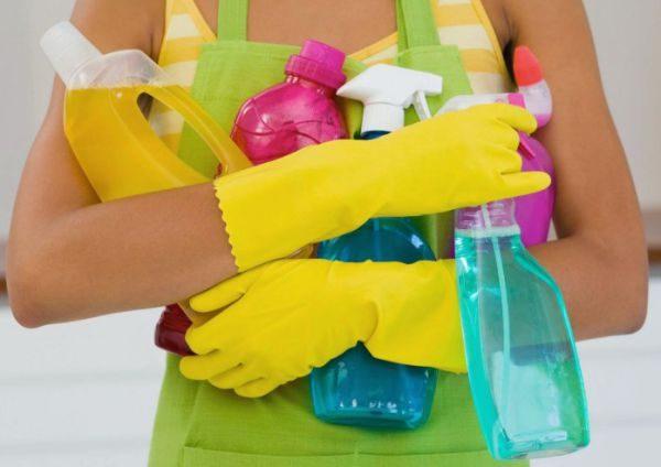 Домашние средства могут помочь с выведением полинявших пятен, но только если применяются сразу после окрашивания
