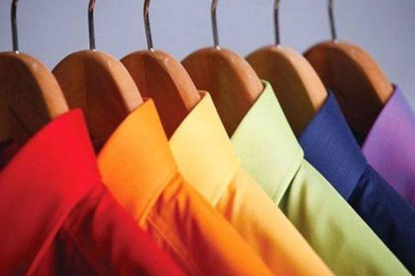 Если вы приобрели новую вещь и не знаете, подвержена ли она линьке, первый раз лучше стирать ее отдельно от остальной одежды