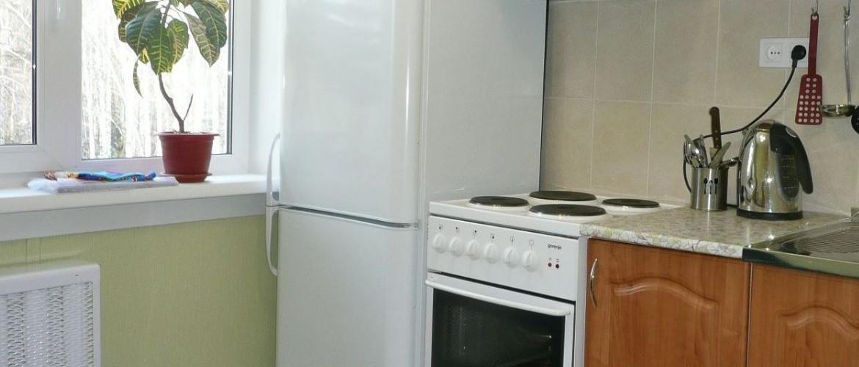 Можно ли ставить холодильник рядом с электрической или газовой плитой
