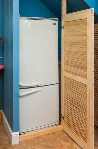 Куда можно ставить холодильник, если совсем нет места