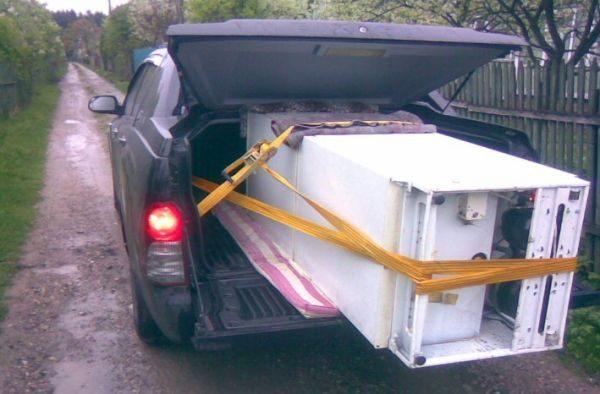 Во время перевозки не кладите агрегат на дверку