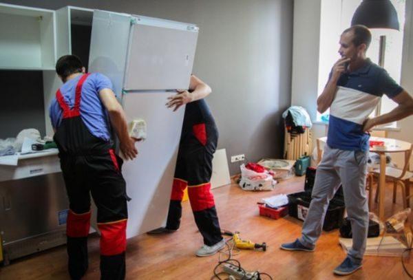 Отдельные изготовители лишают покупателя гарантии при транспортировке холодильных приборов горизонтально