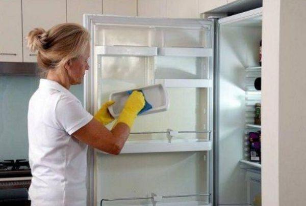 Запах может появиться и в случае, если вы отключили свой агрегат на некоторое время и оставили закрытым