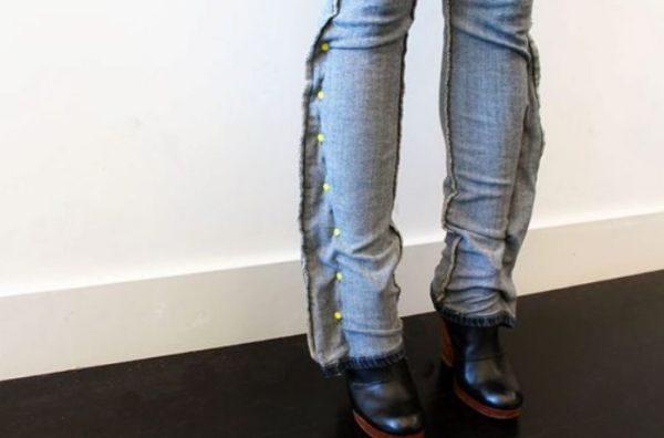 Сейчас в тренде сильно зауженные брюки, а расклешенные и широкие прямые модели устарели