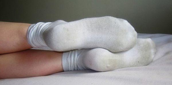 Пятно от подошвы на носках – распространенная проблема, которую тяжело решить