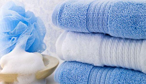 Стирать махровые полотенца, чтобы они были мягкими, можно различными способами
