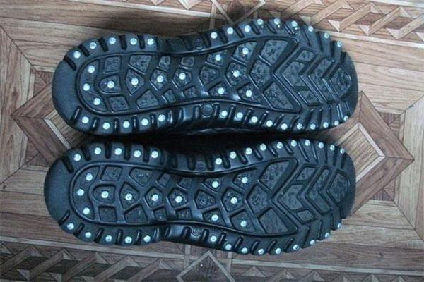 Чем и как заклеить или восстановить подошву кроссовок, ботинок, зимней и летней обуви