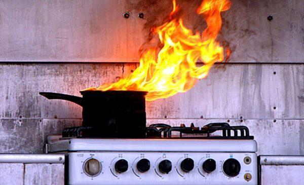 Как избавиться от запаха гари в квартире после сгоревшей кастрюли