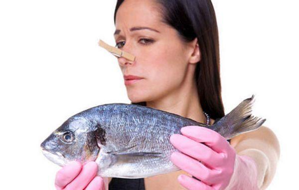 5 способов как избавиться от запаха рыбы