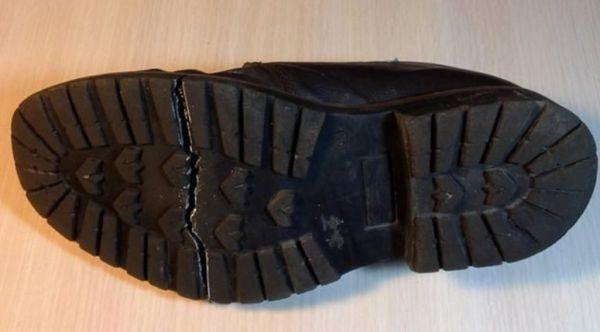 Треснувшая подошва - частая причина обращения к специалисту по ремонту обуви