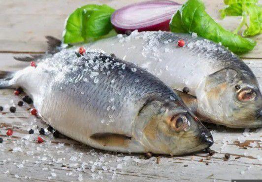 Сколько можно хранить размороженную рыбу в холодильнике