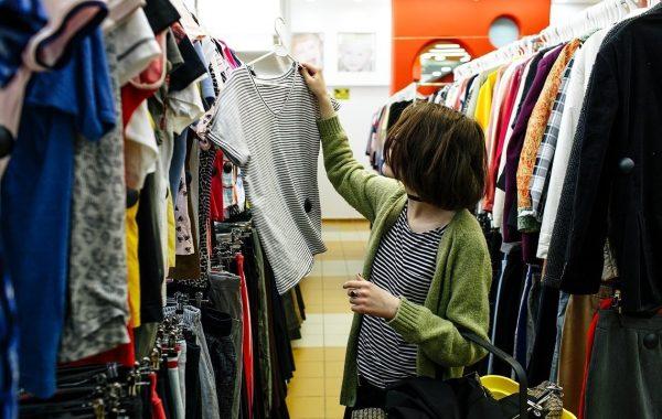 Как вывести запах секонд-хенда с одежды: 5 способов