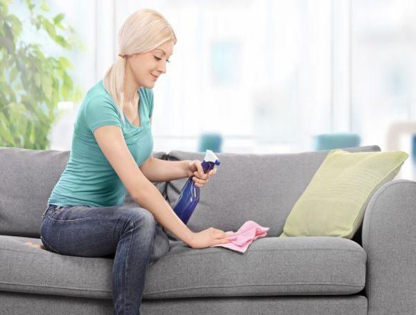 Как удалить неприятный запах с дивана?