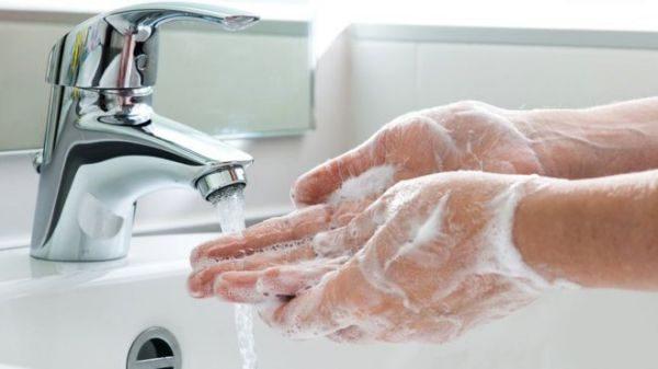 Как убрать запах бензина с рук