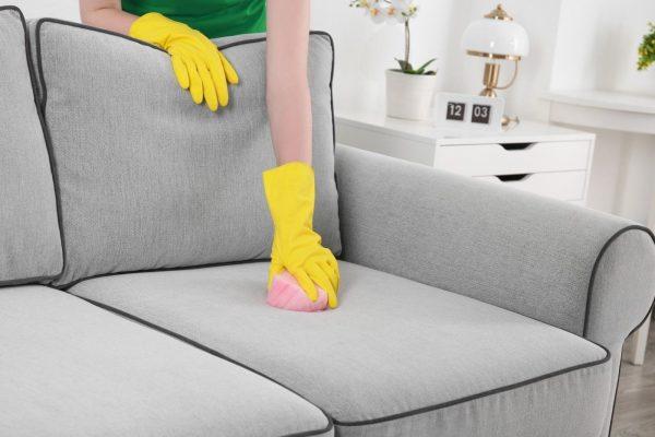5 профессиональных средств для выведения пятен с дивана