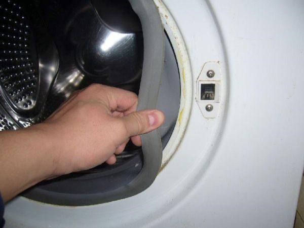 При отжиме сильно стучит барабан: причины вибрации и грохота в стиральной машине, как устранить