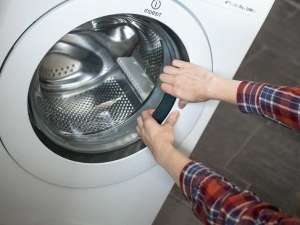 Как открыть дверцу стиральной машины, если она заблокирована: причины и их устранение