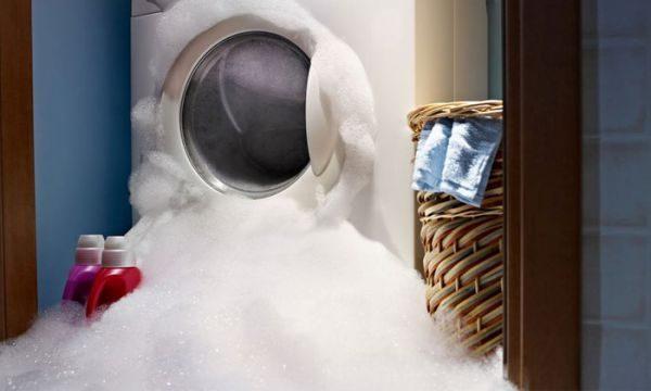 Почему подтекает стиральная машинка снизу: 6 видов поломки