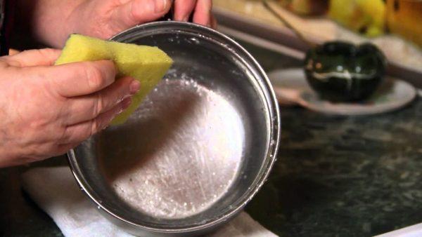 Как отмыть пригоревшую кастрюлю из нержавейки: 4 эффективных способа