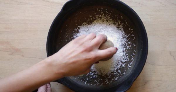 Как отмыть сковороду от нагара и жира в домашних условиях