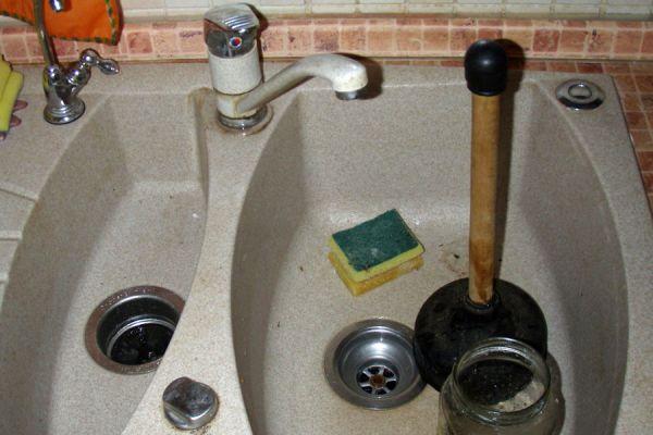 Запах из раковины на кухне: как устранить, причины появления, эффективные способы