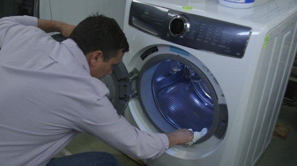 Как избавиться от запаха в стиральной машине автомат: 5 народных средств