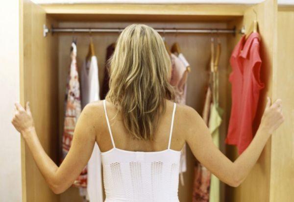 Как убрать затхлый запах из шкафа