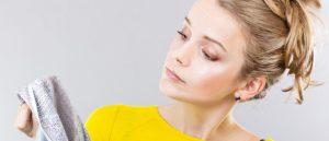 Как отстирать тональный крем с одежды: белой, черной и цветной
