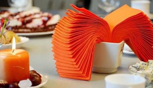 Как красиво сложить салфетки в салфетницу или стакан – оригинальные способы